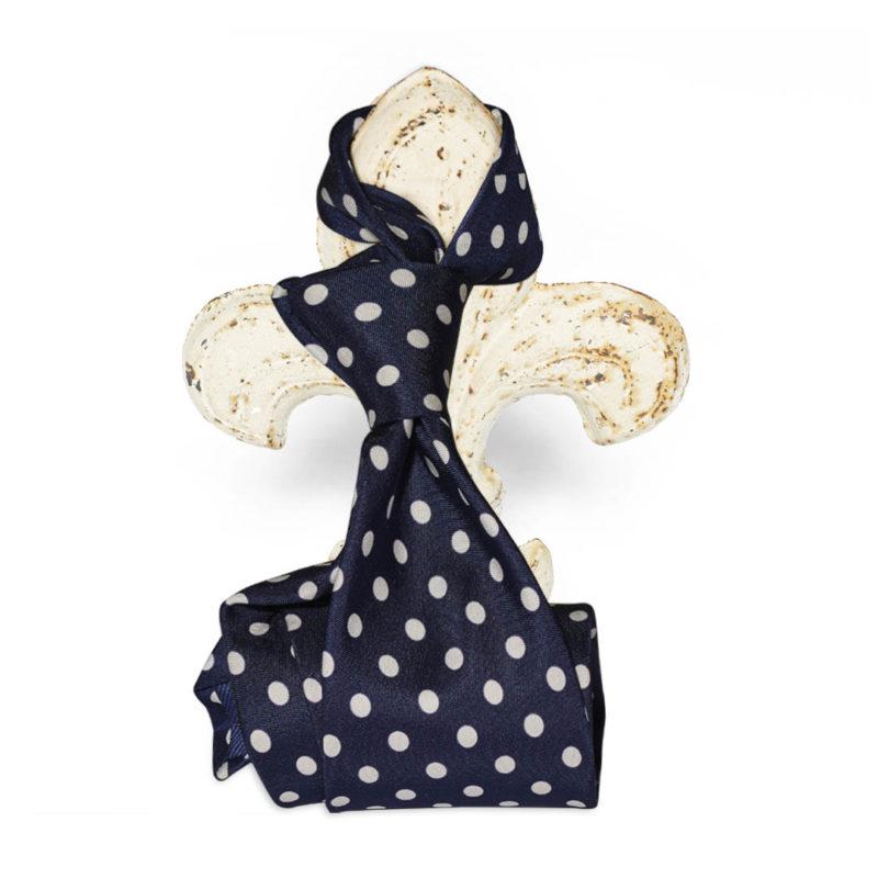 Cravatta blu pois bianchi stampata in seta