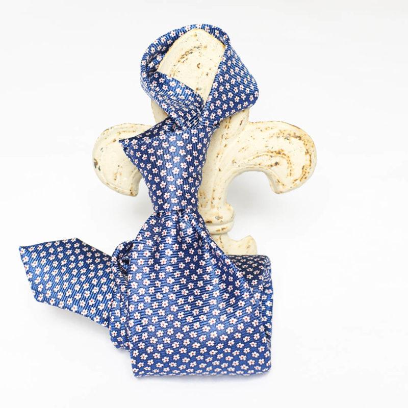 Cravatta blu navy con forellini