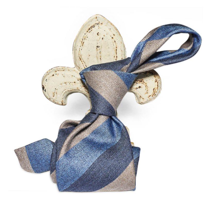 Cravatta regimental spinato azzurro, blu e grigio 60% seta 40% lana