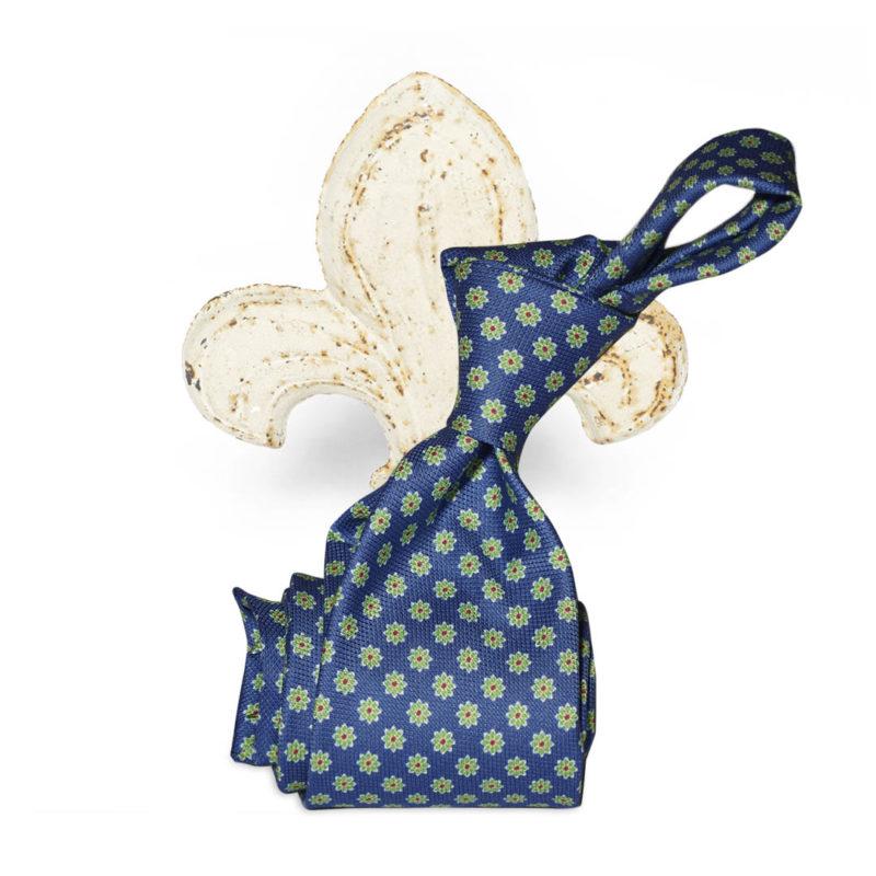 Cravatta azzurra con fiorellini verde